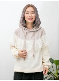 1911-1680- lace・小斗蓬 - 胸位 , 手袖通花刺繡網布 X RUFFLE , 帽帶位釘珍珠 X 上,下拼色雙面料TOP (韓國)