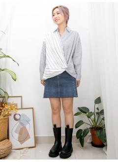 2011-1536 - 獨特美 -前幅下擺打結 X 半開胸扣鈕 ,  V領 X 粗 , 幼間 X 拼色恤衫料TOP (韓國) 0