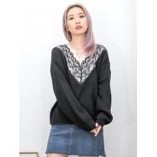 2011-1551-優美・蕾絲- 領位DOUBLE LAYER X 拼色通花LACE , V領 X 冷料TOP (韓國) -