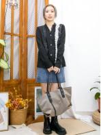 2013-1060-超靚・蕾絲- 全開胸扣鈕 X 拼色通花LACE , V領 X 坑紋冷料外套 (韓國) -