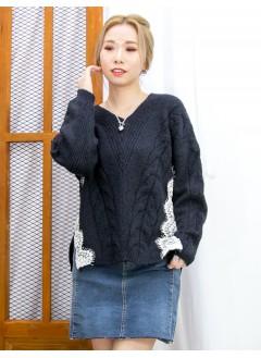 2011-1625 -溫柔・質感-下擺兩旁開叉 X 通花LACE , 麻花PATTERN冷料TOP (韓國) 0