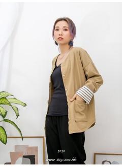 2013-1008A - 百搭款 -前兩袋 X 全開胸扣鈕 , 反袖口位橫間PATTERN X 淨色扯布料外套 (韓國)0