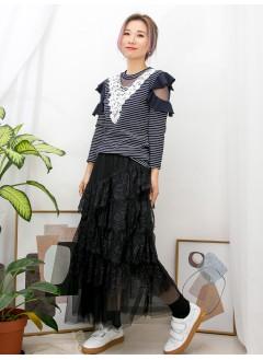 2011-1053-Lady・style- 領位 ' V ' PATTERN波浪邊通花LACE X 網布 , 膊位兩行RUFFLE邊 X 網布 , 橫間彈性羅紋料TOP (韓國)