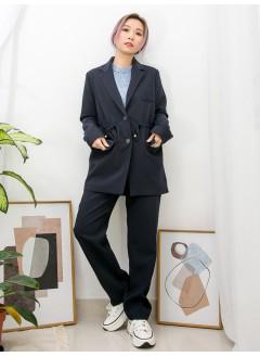 2013-1013- 西裝・控 - 前兩袋 X 腰位束繩 , 全開胸扣鈕 X 後幅下擺開叉 , 扯布料西裝褸 (有厘布) (韓國)