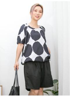 2011-1429 - 黑・白 -領邊 , 袖口橡根 X 下擺束繩 , 兩側袋 X 大波點PATTERN恤衫料TOP (韓國)