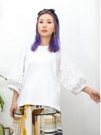 2011-1469A - 獨特美 -手袖立體花花刺繡恤衫料 X 下擺兩旁開叉 , COTTON料TOP (韓國) -