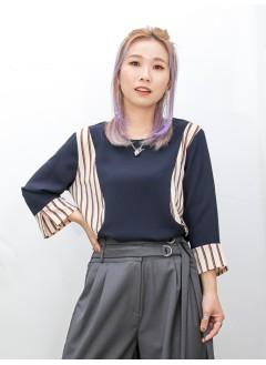 2011-1493 -顯瘦・設計-袖口 , 前幅兩旁拼色直紋 X 淨色 , 滑滑料TOP (韓國)