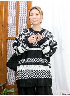 2011-1767 - 黑白・型格 -拼色橫間 X 斜間冷料TOP (韓國)